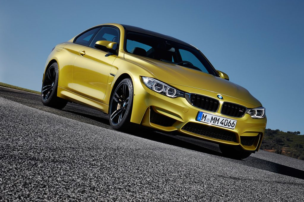 2015-BMW-M4-with-asphalt