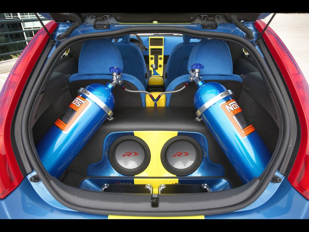 2006-IPD-Volvo-C30-Concept-Nitrous-Oxide-Canisters-and-Custom-Stereo-System-1280x960