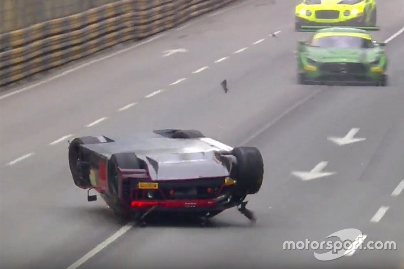 gt-fia-gt-world-cup-macau-2016-laurens-vanthoor-audi-sport-team-wrt-audi-r8-lms-crash