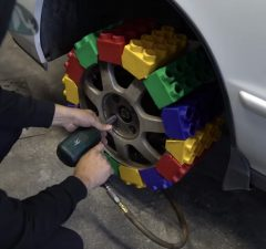 LEGO dæk på bil Boosted.dk