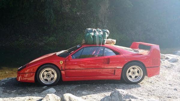 Ferrari F40 på camping