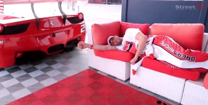 Væk en ven med en Ferrari