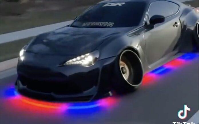 LED under bilen