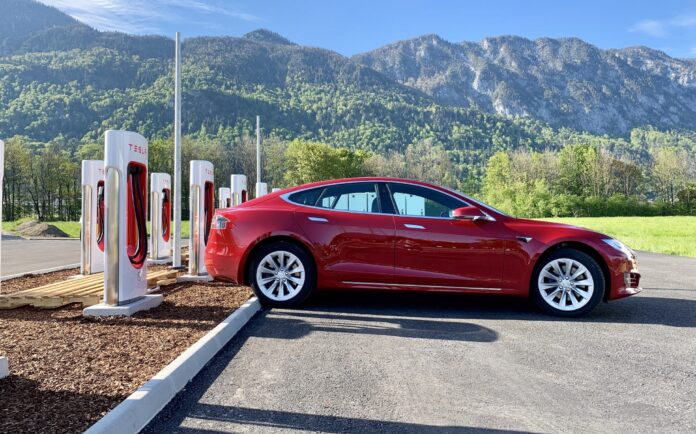 Mere end 6.000 Tesla Superchargers på over 600 lokationer
