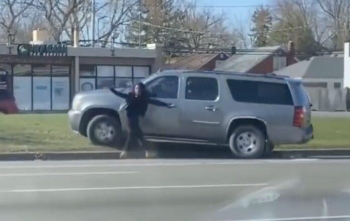 Kvinde låst ude af bil