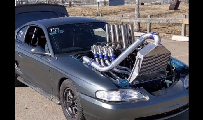 Ford Mustang med otte turboer
