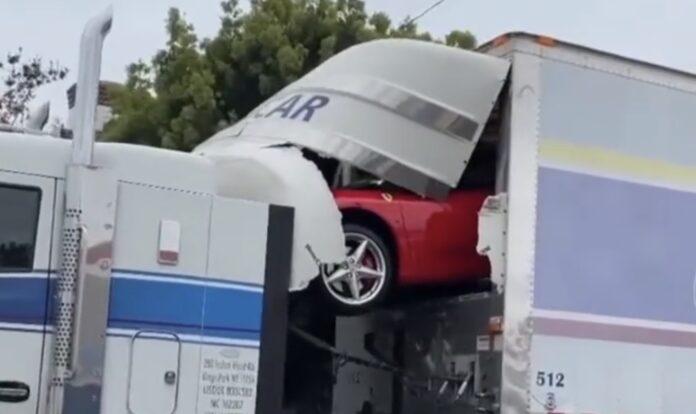 Ferrari ud gennem lastbil