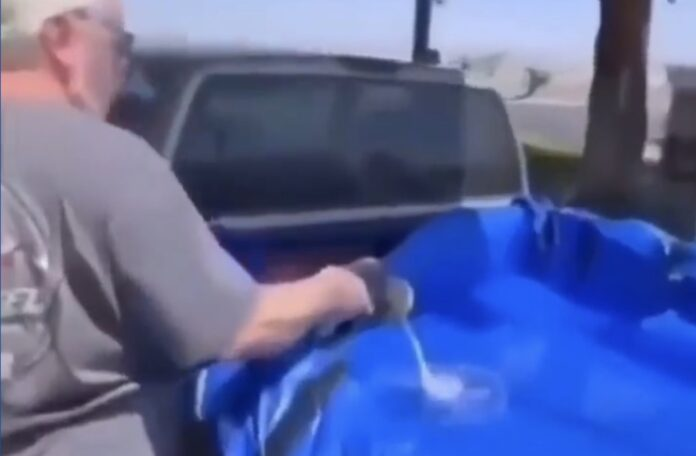 Benzin på ladet af pickup