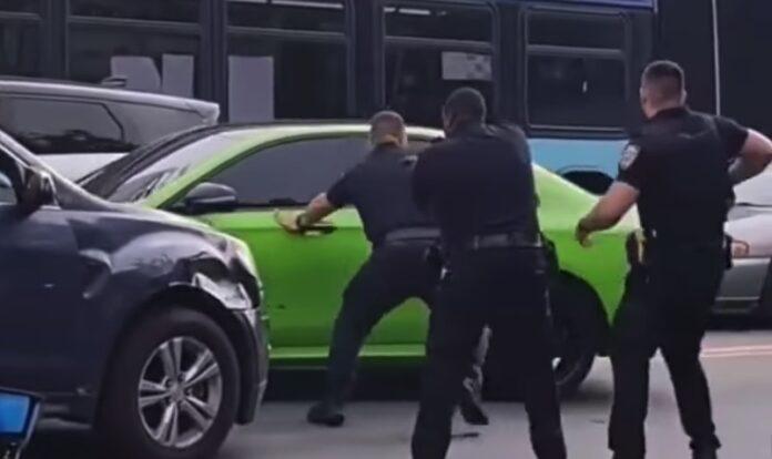 Mercedes og politi