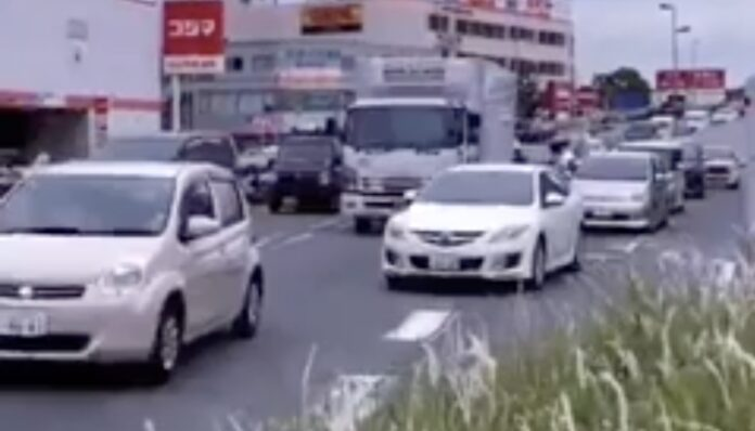 I Japan forstår bilisterne at udvise høflighed i trafikken