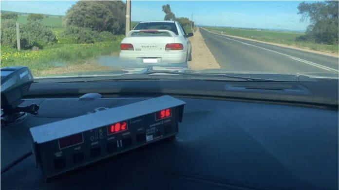 En 80-årig mand fra Australien har mistet kørekortet, fordi han kørte 182 km/t.