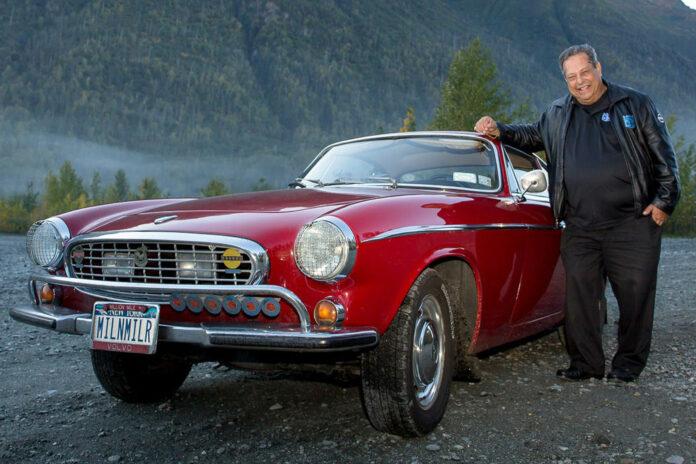 Irv Gordon kørte over 3 millioner miles i sin Volvo P1800. Han døde i 2018, men bilen lever videre.
