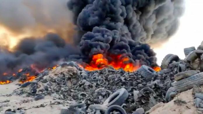En brænd på en dæk-kirkegård i Kuwait kan ses fra rummet. 7 millioner dæk brænder.