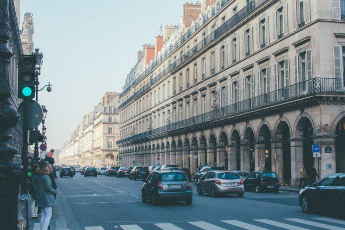 Bystyret i Paris har besluttet, at hastigheden på vejene i byen skal ned til 30 km/t