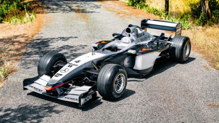 Den MP4-17, som Kimi Räikkönen kørte 2002-sæsonen i, kan nu blive din. Teamkollegaen David Coulthard havde én mangen til.