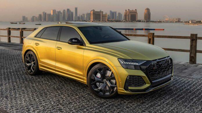 Audi-kunde har ventet 1 år på at få speciel RS Q8 leveret - meget af ventetiden skyldes den særlige Audi Exclusive-farve Austin Yellow. Bilen er også kendt som 1 of 1 Qatar Edition.