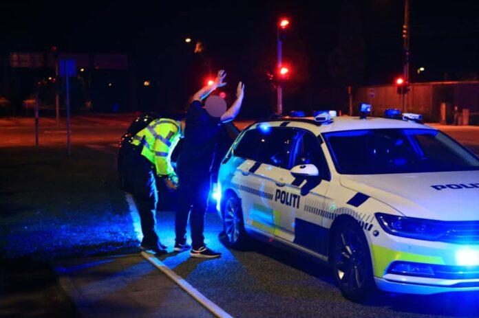 Det tog Nordjyllands Politi en halv time og indsatsen fra seks patruljebiler at stoppe en 40-årig mand, der mandag kørte op mod 200 km/t i en Audi.