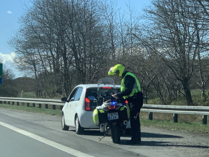 En 92-årig mandlig bilist var lørdag til stor fare for trafikken i Køge.