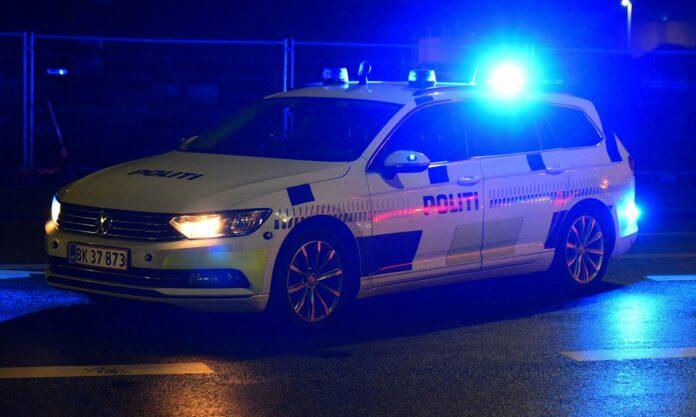De tre drenge - to på 13 og en på 16 - havde heldet med sig, da en politibil kørte fast på en mark