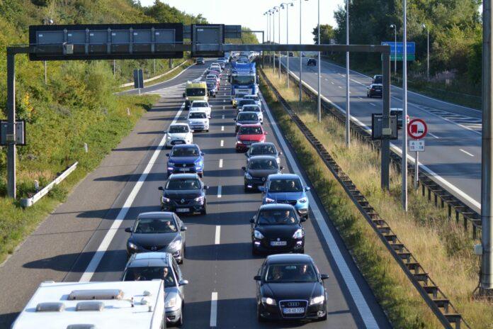 Ventetiden på en køre-og teoriprøve er rekordlang i øjeblikket