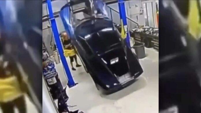 Hvis du har en dårlig dag, bør du se denne video. For Corvette-mekanikeren her har det med garanti dårligere.