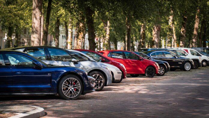 Frem mod 2026 vil Københavns Kommune gøre det forbudt for fossilbiler at parkere på 5.000 parkeringspladser i byen. FDM er glade