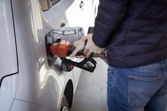 Algeriet har som det sidste land i verden opgivet blyholdig benzin, dermed er den farlige og sundhedsskadelige benzin fortid over alt i verden